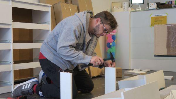 Kurz vor der Eröffnung - Martin Heller hat einen großen Teil der Inneneinrichtung selbst zusammen gebaut.
