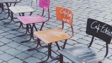 Café Eckstein nimmt an der Aktion leere Stühle teil.