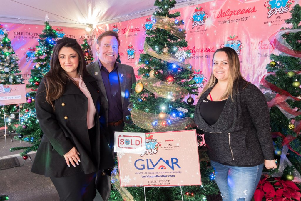 Jillian, Tim, Amber GLVAR sign