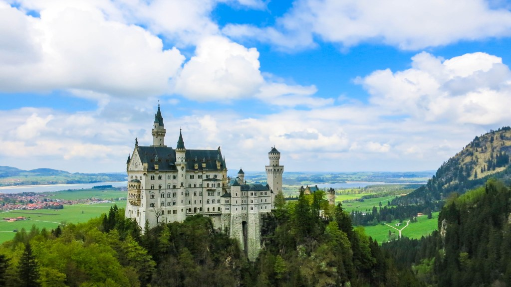 Never Ending Honeymoon | Neuschwanstein Castle, Germany
