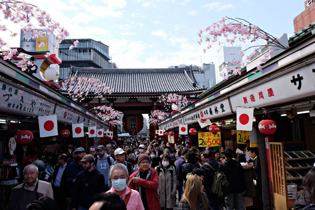 Asakusa markets and tourists