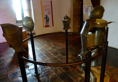 Muiderslot - See Through a Knights Armour