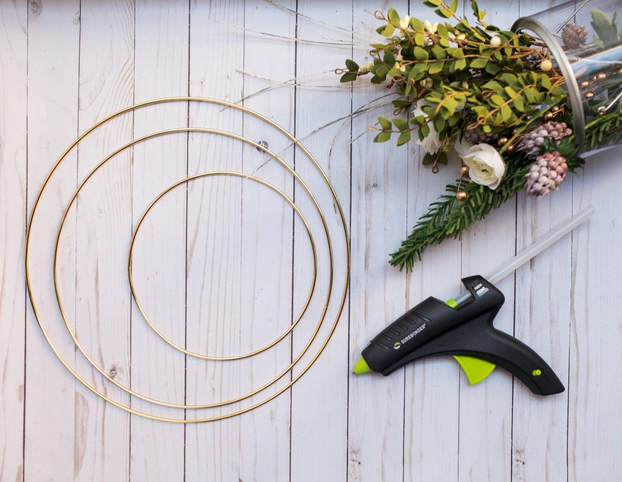 holiday wreaths diy christmas | christmas wreath gold hoop | how to make simple christmas wreath | christmas decor modern simple| holiday wreaths diy christmas simple| never skip brunch by cara newhart #decor #christmas #holiday