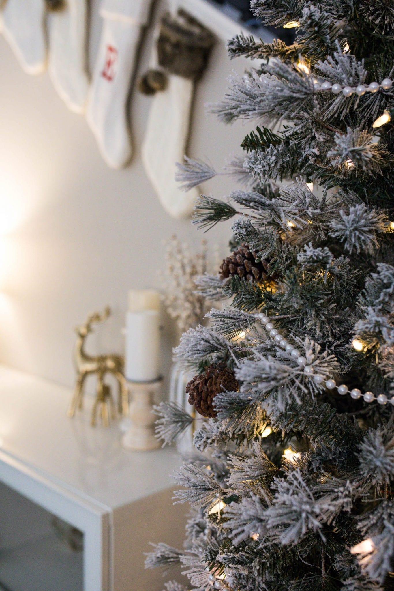 holiday home tour ideas | holiday home tour inspiration | christmas lights ideas | holiday decor christmas | christmas lights indoor living rooms | never skip brunch by cara newhart #decor #christmas #holiday