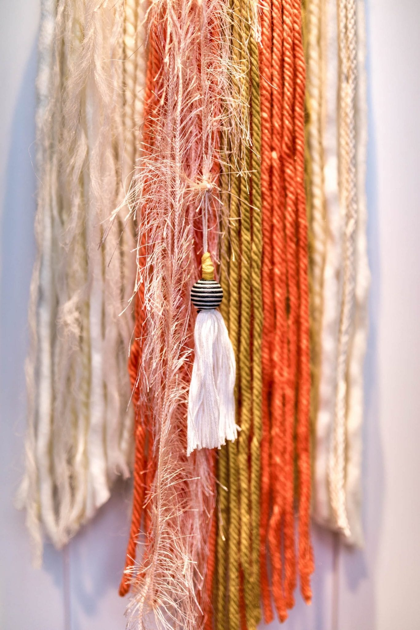 SUPER EASY Wall Hanging DIY | yarn wall hanging | Fringe Wall hanging | macrame wall hanging | macrame wall hanging diy | yarn wall hanging diy tutorials | Never Skip Brunch by Cara Newhart | #neverskipbrunch #DIY #decor #yarn #boho