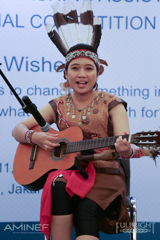 She sang a beautiful traditional Dayak song called Itak Gumer
