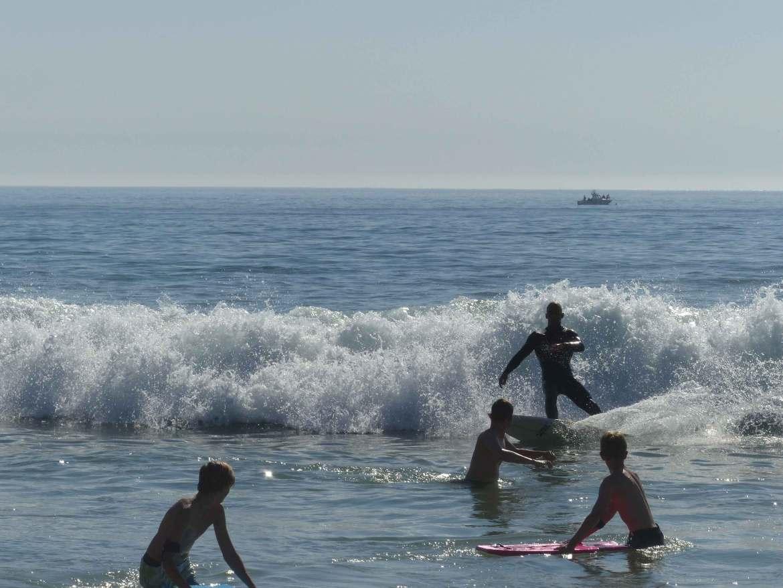 Surfer am Strand von Carcavelos