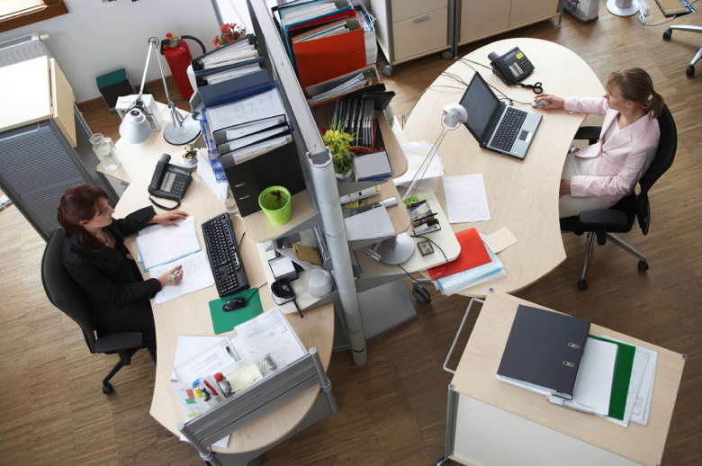 The Perks and Pitfalls of Working in a Desk Job Vs a Non