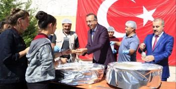 Seçen, Nevşehir Lisesi geleneksel 5. Aşure günü etkinliğine katıldı