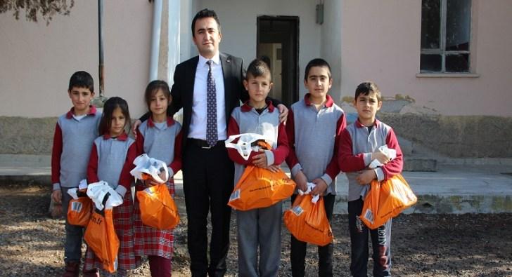 Gülşehir Kaymakamı Ahmet Kavanoz, köy okullarını gezdi