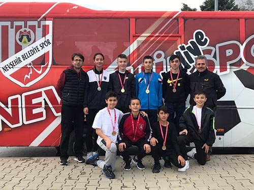 Belediye sporcuları 8 madalya ile döndüler