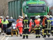 10-04-2013 b12-kraftisried pkw-gegen-lkw unfall pöppel feuerwehr-marktoberdorf facts-eu20130410 titel
