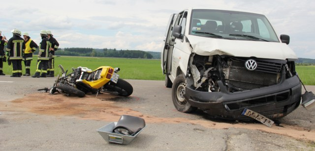 09-06-2013 unterallgäu memmingerberg unfall-motorrad schwer-verletzt feuerwehr-memmingerberg poeppel new-facts-eu20130609 titel
