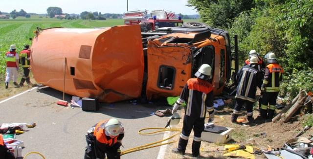 26-07-2013 unterallgau legau unfall kehrmaschine fahrer-eingeklemmt poeppel new-facts-eu20130726 titel