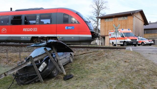 18-01-2014 oberallgau seeg-zeil bahnunfall pkw regionalbahn bringezu new-facts-eu20140118 titel