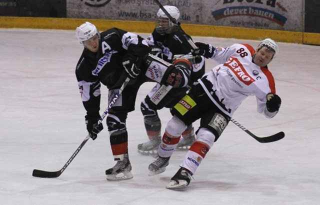 02-02-2014 eishockey bayernliga-indians ecdc-memmingen esc-hassfurt fuchs new-facts-eu20140202 titel