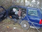 17-02-2014 guenzburg thannhausen unfall schwer-verletzt feuerwehr foto-weiss new-facts-eu20140217 titel