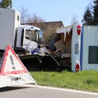 02-04-2014_lindau_oberreitnau_lkw_pkw_wohnwagen_unfall_schwerverletzte_groll_new-facts-eu20140402_0018