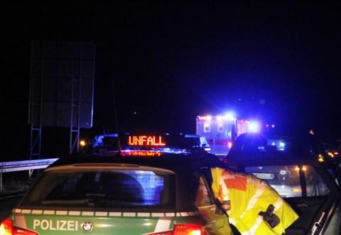 06-01-2013_b12_hellengerst_weitnau_unfall_uberschlag_benli_new-facts-eu20140106_0004