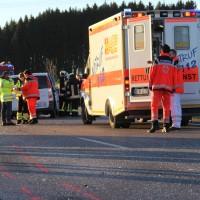 07-01-2014_b12_wilpoldsried_unfall-lkw_krankenwagen_feuerwehr_verletzte_poeppel_new-facts-eu20140107_0007