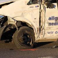 07-01-2014_b12_wilpoldsried_unfall-lkw_krankenwagen_feuerwehr_verletzte_poeppel_new-facts-eu20140107_0013