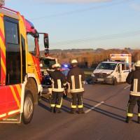 07-01-2014_b12_wilpoldsried_unfall-lkw_krankenwagen_feuerwehr_verletzte_poeppel_new-facts-eu20140107_0015