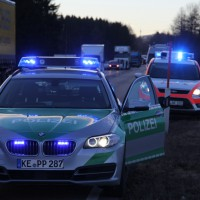 07-01-2014_b12_wilpoldsried_unfall-lkw_krankenwagen_feuerwehr_verletzte_poeppel_new-facts-eu20140107_0022
