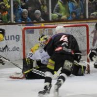 12-01-2014_allgau-derby_eishockey_indians_ecdc-memmingen_erc-sonthofen_niederlage_poeppel_new-facts-eu20140112_0029
