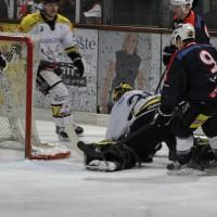 12-01-2014_allgau-derby_eishockey_indians_ecdc-memmingen_erc-sonthofen_niederlage_poeppel_new-facts-eu20140112_0050