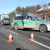 12-12-2013_b19_sonthofen_langenwang_unfall_krankenwagen_benlinew-facts-eu20131212_0006
