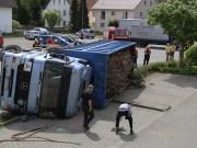 06-05-2014-unterallgaeu babenhausen lkw-unfall feuerwehr-babenhausen kutter poeppel new-facts-eu titel