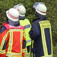 23-04-2014-biberach-kirchberg-hochspannungsleitung-unfall-arbeiter-feuerwehr-poeppel_new-facts-eu_0027