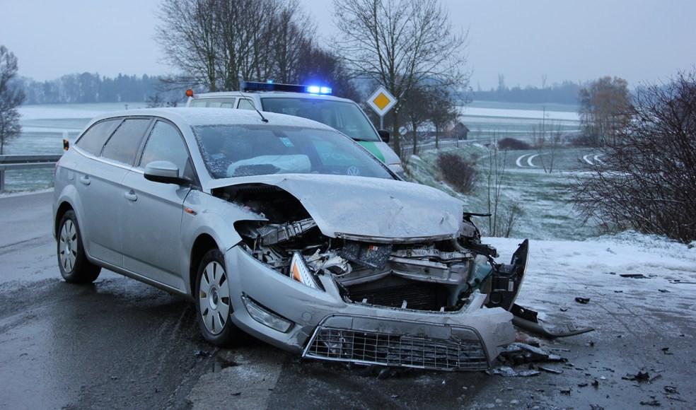 26-11-2013_unterallgäu_westernach_unfall_winter_verletzte_poeppel_new-facts-eu20131126_0002