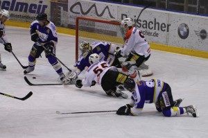 29-11-2013_ecdc-memmingen_eishockey_indians_ehc-waldkraigburg_bel_fuchs_new-facts-eu20131129_0065