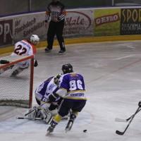 29-11-2013_ecdc-memmingen_eishockey_indians_ehc-waldkraigburg_bel_fuchs_new-facts-eu20131129_0070