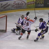 29-11-2013_ecdc-memmingen_eishockey_indians_ehc-waldkraigburg_bel_fuchs_new-facts-eu20131129_0073