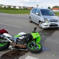 15-06-2014-neu-ulm-illertissen-betlinshausen-unfall-motorrad-pkw-wis-new-facts-eu_0011