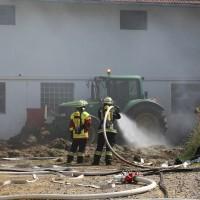 28-06-2014-unterallgaeu-groenenbach-heustock-bauernhof-feuerwehr-poeppel-new-facts-eu20140628_0031