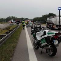 02-07-2014-a7-nersingen-unfall-lkw-verletzte-pkw-feuerwehr-zwiebler-new-facts-eu20140702_0005