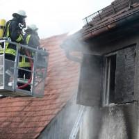 22-08-2014-guenzburg-ziemetshausen-brand-wohnung-kinder-familie-lebensgefahr-feurwehr-zwiebler-new-facts-eu022