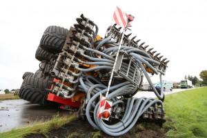 26-08-2014-mindelheim-b18-anna-unfall-traktor-guellefass-sperrung-polizei-poeppel-new-facts-eu (9)