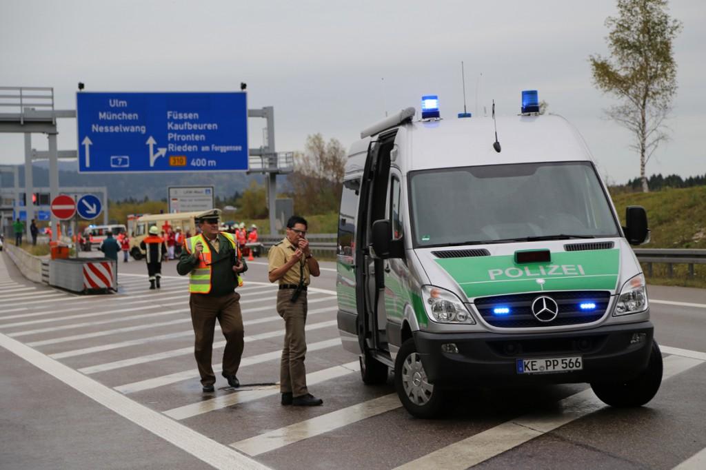 11-10-2014-ostallgaeu-a7-fuessen-tunnel-katastrophenschutz-feuerwehr-rettungsdienst-polizei-unfall-brand-bringezu-poeppel-new-facts-eu20141011_0080