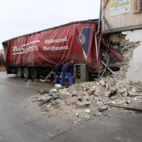 02.12.2014 LKW-in-Haus-Totalschaden-Fahrer-tot-Feuerwehr-Polizei- Rettungsdienst-Halblech-Vollsperrung-Bringezu-New-facts (1)