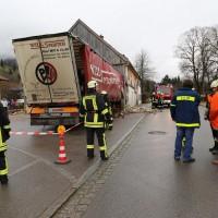 02.12.2014 LKW-in-Haus-Totalschaden-Fahrer-tot-Feuerwehr-Polizei- Rettungsdienst-Halblech-Vollsperrung-Bringezu-New-facts (22)