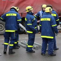 02.12.2014 LKW-in-Haus-Totalschaden-Fahrer-tot-Feuerwehr-Polizei- Rettungsdienst-Halblech-Vollsperrung-Bringezu-New-facts (47)