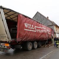 02.12.2014 LKW-in-Haus-Totalschaden-Fahrer-tot-Feuerwehr-Polizei- Rettungsdienst-Halblech-Vollsperrung-Bringezu-New-facts (8)