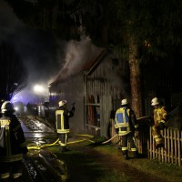 Loppenhausen - Vollbrand Garage - Wohnhaus geaehrdet