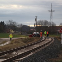 Breitenbrunn - Regionalbahn erfasst Pkw an unbeschrankten Bahnübergang
