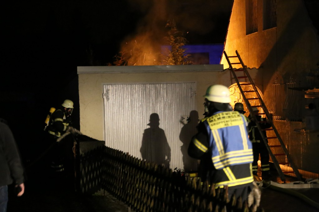 21-12-2014-memmingen-brand-garage-feuerwehr-poeppel-new-facts-eu0012