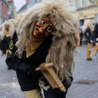 18-01-15_Memmingen_Narrensprung_Fasnet_Fasching_Nachtumzug_Stadtbachhexen_Poeppel_new-facts-eu0050